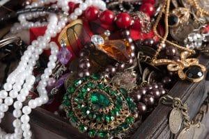 7 szabály a hangsúlyos ékszerek viselésére