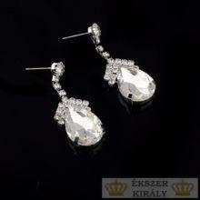 Ezüstözött, csepp alakú, kristályokkal díszített fülbevaló, fehér