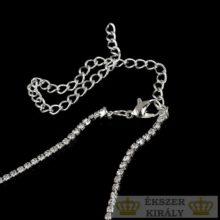 Geometrikus formájú fülbevaló és nyaklánc szett, ezüst színű