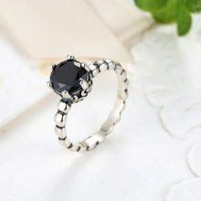Ezüst gyűrű fekete kristállyal, 7-es méret (Pandora stílus)