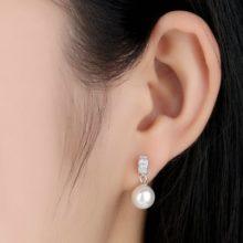 Ezüst fülbevaló fehér gyönggyel (Pandora stílus)