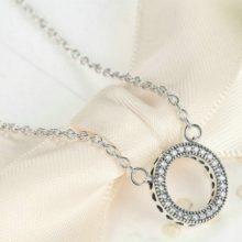 Ezüst karika nyaklánc strasszokkal (Pandora stílus)