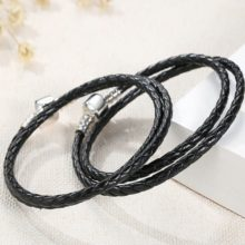 Fonott karkötő, bőr, fekete, ezüst kapoccsal, 36 cm