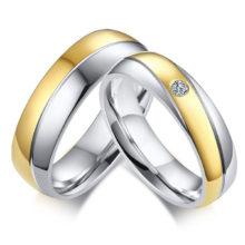 Rozsdamentes acél férfi karikagyűrű aranyozott sávval, 9-es méret