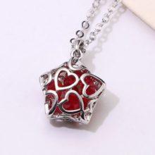 Nyaklánc csillag alakú medállal, cseh kristállyal, piros