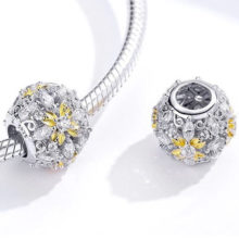 Ezüst charm, virágos gyöngy