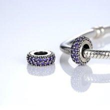 Ezüst gyűrű charm, kristálykövekkel díszítve, lila