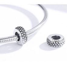 Ezüst charm, kígyómintás gyöngy