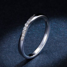Ezüst gyűrű fehér kristályokkal, 8-as méret